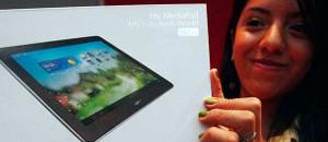 Gobierno entregó 400 tabletas Canaima a estudiantes de Medicina Integral