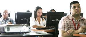 Comunicadores reciben técnicas de información web