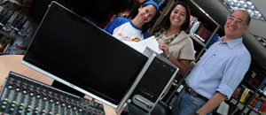 CONATEL entregó equipos a emisora comunitaria de Vargas