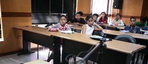 Niñas y niños aprenden técnicas para la producción y locución radiofónica