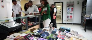 Conatel donó más de 200 libros universitarios a trabajadores y comunidad estudiantil